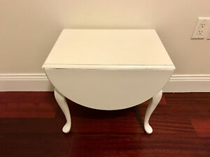 Beautiful white side table/stand night table small table end tab