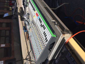 Allen and Heath GL2400-32 and Road Case