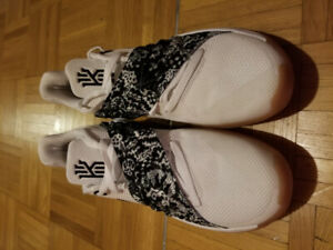 NIKE KYRIE IRVING LOW Brand New
