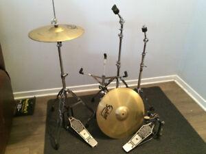 Divers - bass drum, hi hats AA, ride, pieds, timbales