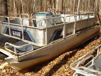 LOWE MALIBU Boat for Refurbish/repair pontoon style swim-float 18'
