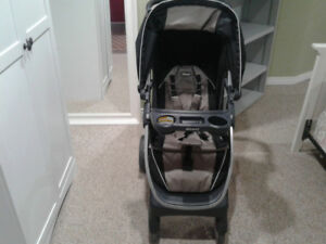 INFANT CAR SEAT  KEYFIT 30 AND BABY STROLLER (Chicco Bravo )