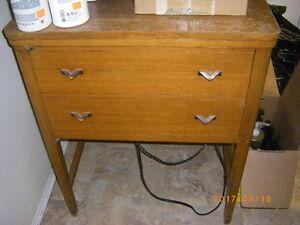 GOOD USED SINGER SEWING MACHINE IN CABINET WORKS WELL