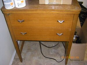 GOOD USED SEWING MACHINE IN CABINET OLDIE BUT A GOODIE