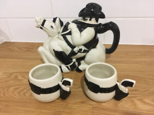 Fitz and Floyd Cowboy on Horse Teapot with Cups