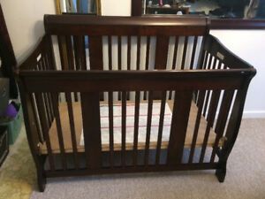 Crib that converts into toddler bed