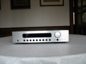 B & K Components Reference 5 S2 Preamplifier/Tuner [Silver]