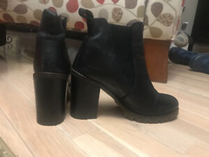 Beautiful fall Leather Ankle boots