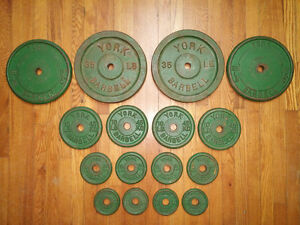York iron weight plates / poids en fonte 190 lbs. with bar