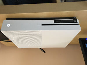 Perfect condition Xbox one s for sale