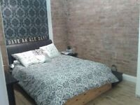 Large double room. Georgian warehouse. cheap bills (included)