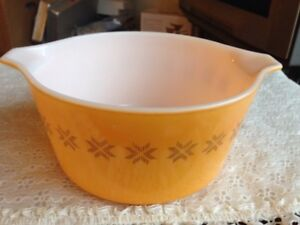Vintage Pyrex Town and Country 1 qt.