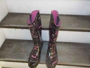 breast cancer rubber boots