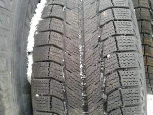 Tire pneus 235 70 r16 sur rim