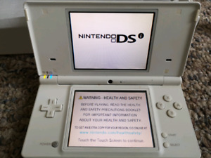 White Launch Edition Nintendo DSi