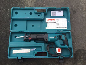 Makitta 11 Amp Reciprocating Saw with Tool-Less Blade Change