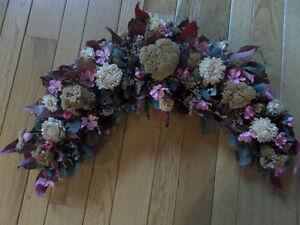 Beautiful dried flower and plastic flower wreath - like new Sarnia Sarnia Area image 2