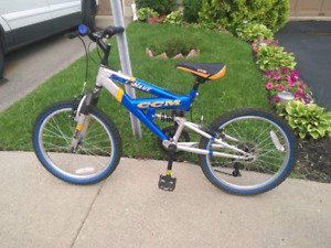 Shockwave CCM youth mountain bike