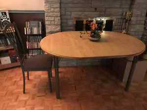 Table de cuisine pour 4 personnes