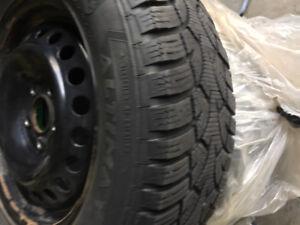 4 Roue et pneu hiver 15 pouces