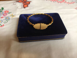 18KT Twisted Gold Bangle