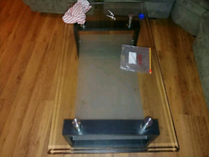 Table center center table or coffee table in good condition in