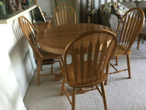 ROXTON Oak Dining Room Table And Six Chairs
