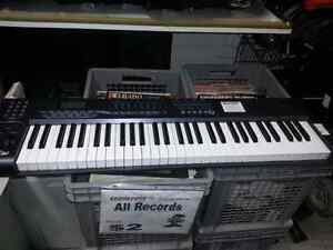 Axiom MIDI Keyboard. We sell used musical instruments. We have all types of musical equipment and instruments (#41318)