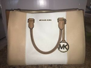 MK MULTICOLOUR BAG FOR SALE! A MUST HAVE ITEM TO BE JET SET!