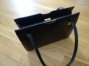 ** VINTAGE:  LADIES LEATHER PURSE **
