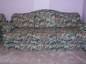 ****GREAT DEAL - MINT CONDITION - CUSTOM MADE SOFA ****
