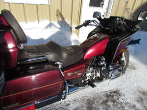 EXTRA CLEAN Goldwing 1200 Low KMS for $2500 Exceptional Conditio