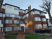 1 bedroom flat in The Crest, Hendon, NW4