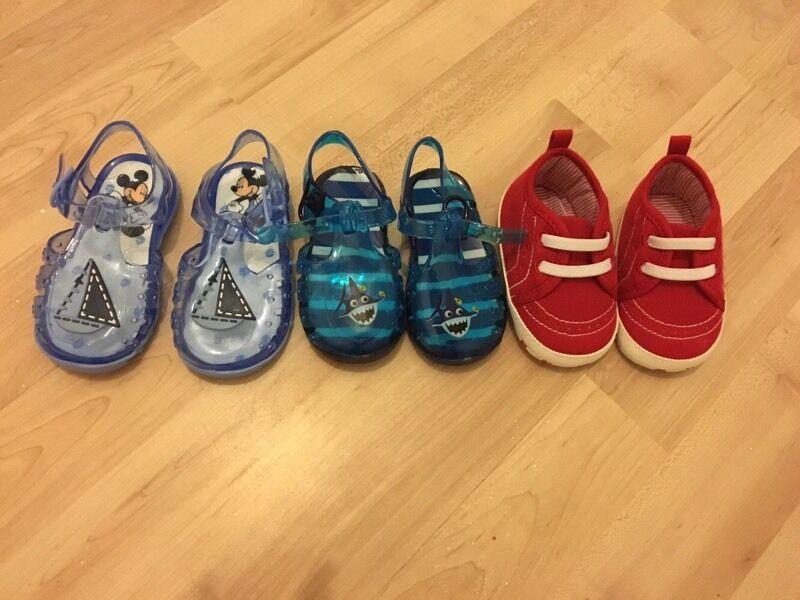 Set of 3 shoes 6-9/9-12m