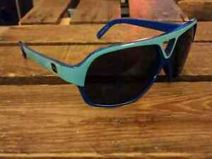 Men's Burton Anon sunglasses in mint condition.