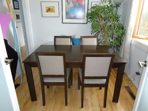 Modern Design 5 piece Dining table and Chairs