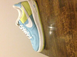 Nike Air Force 1 Shoes Mint Condition London Ontario image 3