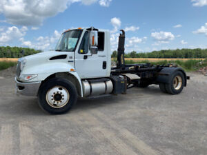2013 International 4300 with Hooklift
