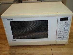Micro-ondes blanc  / microwave / Panasonic