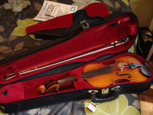 Full Size Violin with Case and Accessories