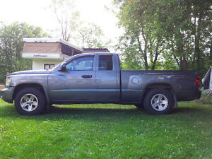 2008 Dodge Dakota SXT Ext. Cab Pickup Truck - Low kms