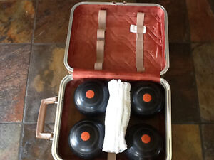 1959 vintage old lawn bowls with case