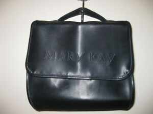 NEW: Mary Kay cosmetic bag