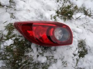 Mazda 3 2016 lumière arrière gauche