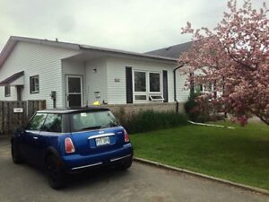 NICE ROOM NEXT TO CONFEDERATION COLLEGE AVAILABLE JUNE 1ST.