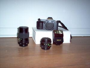 Canon T70 en très bon état à vendre avec accessoires