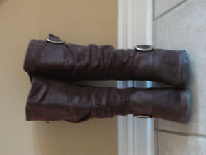 DLG Women's brown suede fashion winter boots Size 6.5 Like new London Ontario image 2