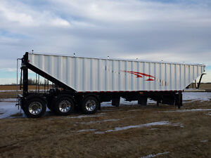 2017 Bergs Tridem 2 Hopper Grain Trailer