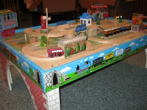 thomas the train table&LOTS MORE ! table thomas le train&PLUS !!