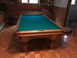Dufferin pool table for sale including all accessories!